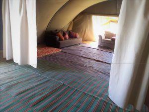 בתוך האוהל הגדול בשירת המדבר